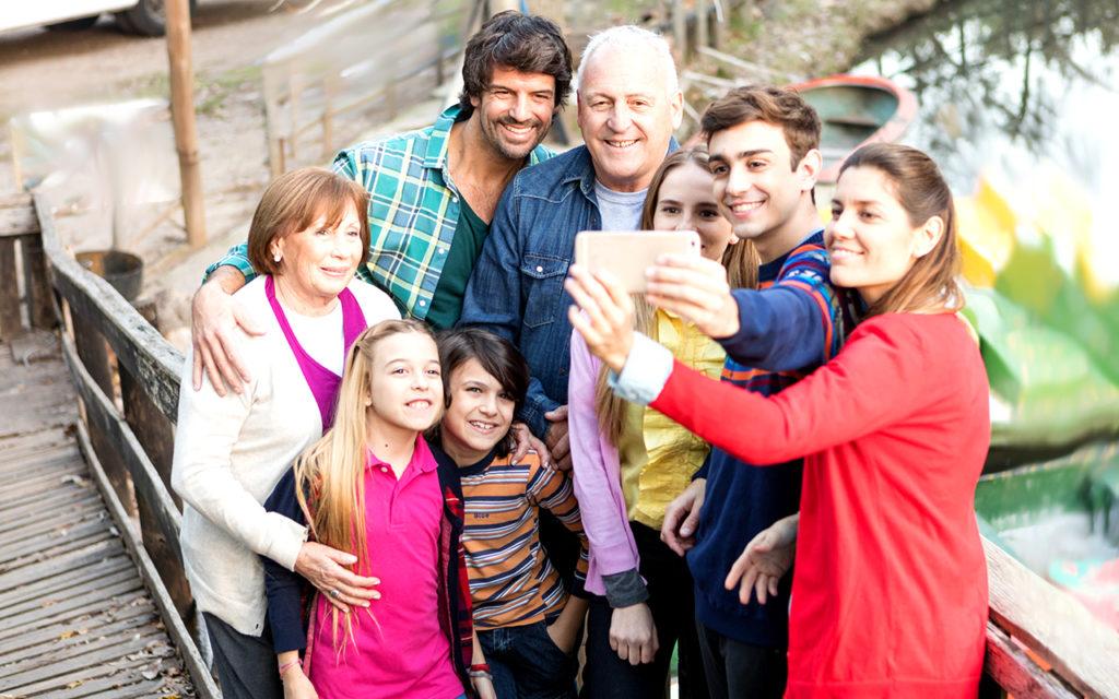 https://floridasadventurecoast.com/wp-content/uploads/2019/05/Family-Reunion-Selfie-freepik-2-1024x640.jpg