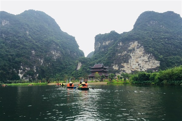 C:\Users\Retish\Downloads\boat-trips-at-trang-an-and-tam-coc.jpg